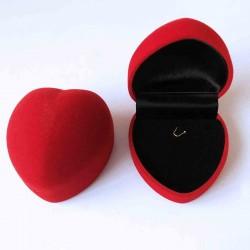 Boite écrin en forme de coeur rouge